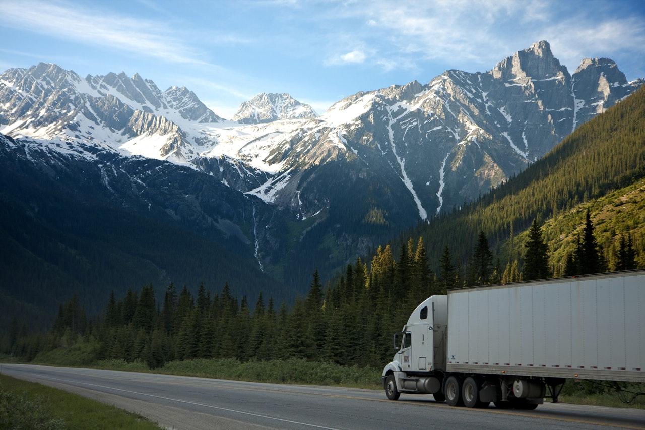 Lastbil på vägen